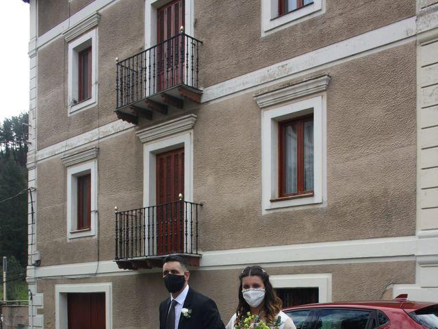 La boda de Aritz y Sarai en Ugao-miraballes, Vizcaya 22