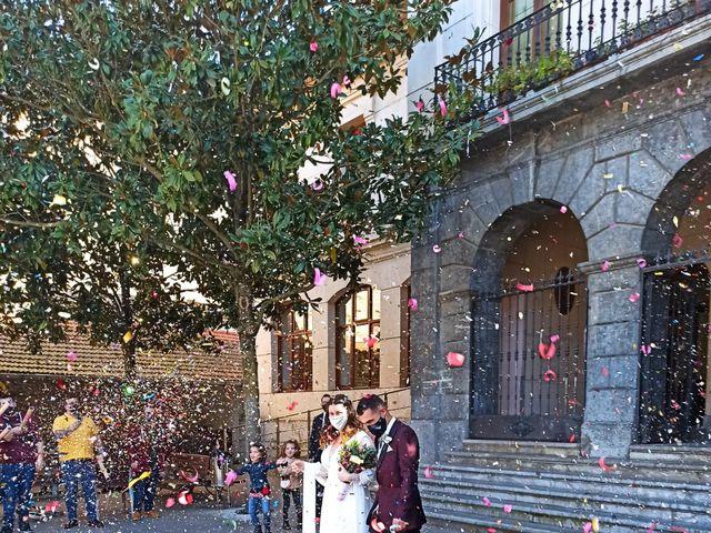 La boda de Aritz y Sarai en Ugao-miraballes, Vizcaya 29