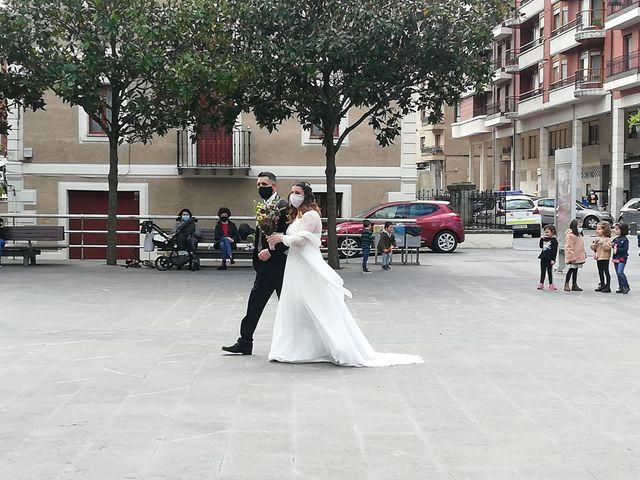 La boda de Aritz y Sarai en Ugao-miraballes, Vizcaya 30
