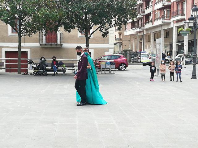 La boda de Aritz y Sarai en Ugao-miraballes, Vizcaya 31