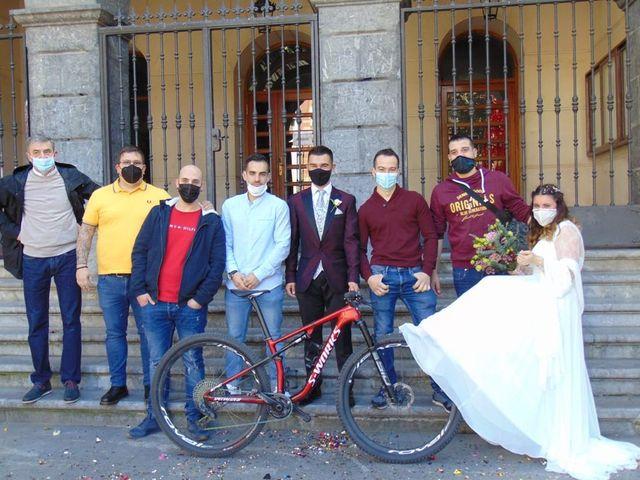 La boda de Aritz y Sarai en Ugao-miraballes, Vizcaya 39