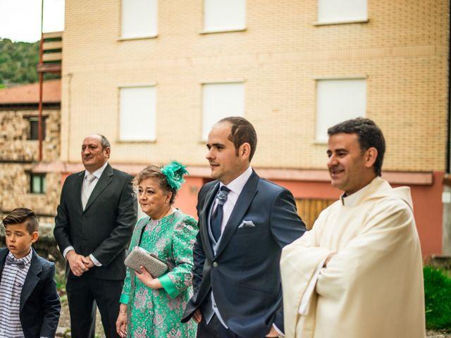 La boda de Javier y Leticia en Casarejos, Soria 12