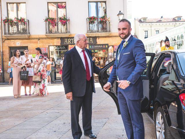 La boda de Benjamín y Vanesa en Oviedo, Asturias 23