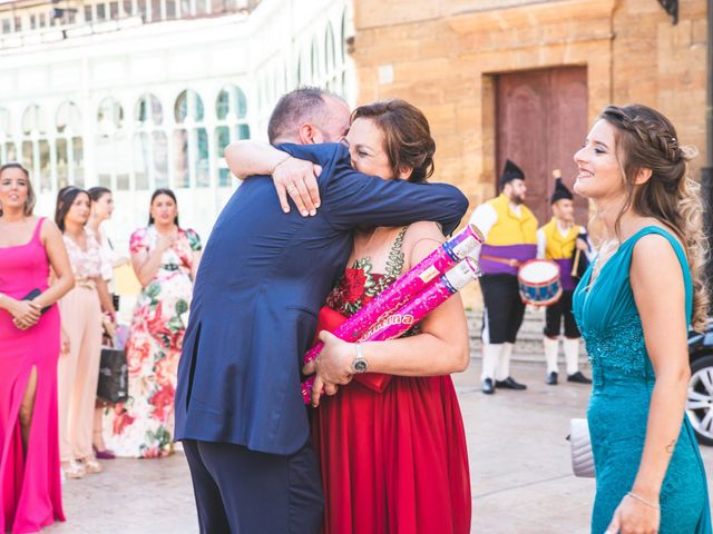 La boda de Benjamín y Vanesa en Oviedo, Asturias 24