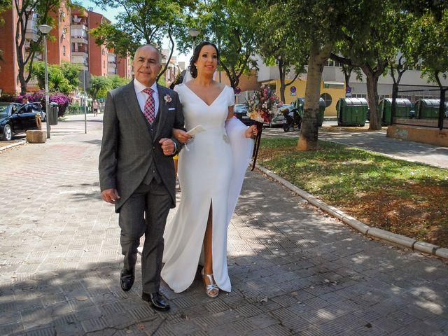 La boda de Carlos y Elena en Gerena, Sevilla 24