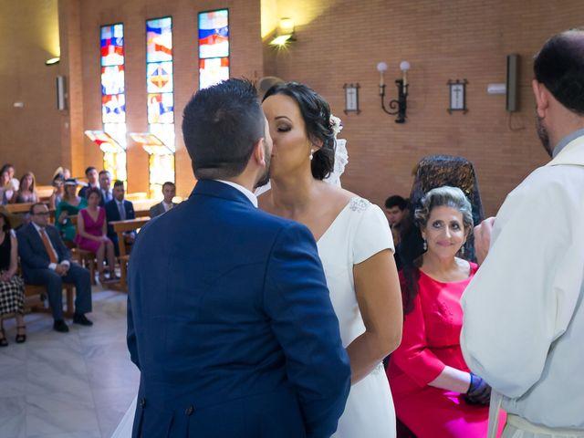 La boda de Carlos y Elena en Gerena, Sevilla 33