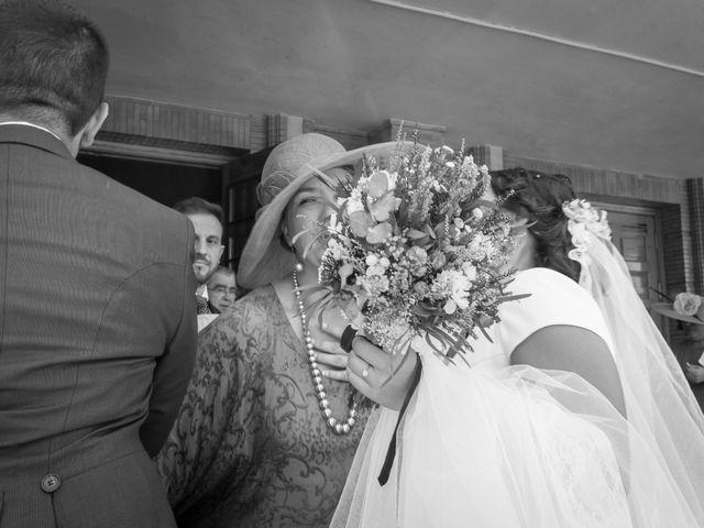 La boda de Carlos y Elena en Gerena, Sevilla 46
