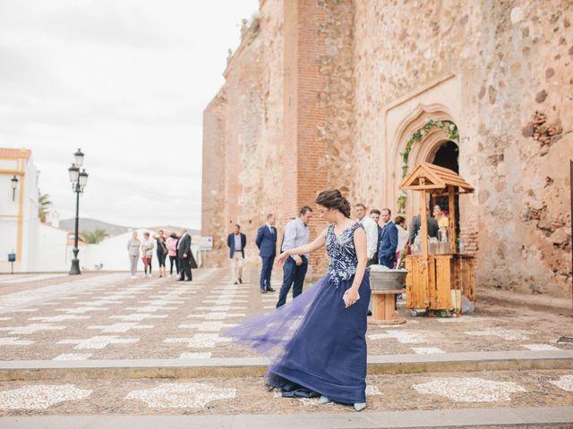La boda de Ismael y Almudena en Jerez De Los Caballeros, Badajoz 48