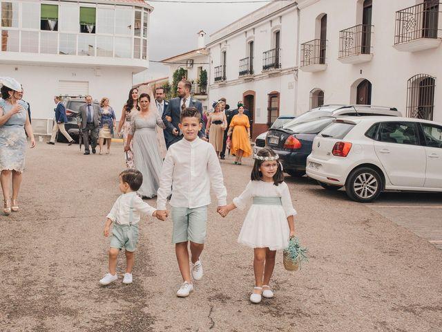 La boda de Ismael y Almudena en Jerez De Los Caballeros, Badajoz 49