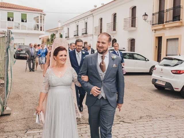 La boda de Ismael y Almudena en Jerez De Los Caballeros, Badajoz 50