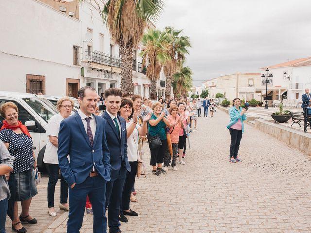 La boda de Ismael y Almudena en Jerez De Los Caballeros, Badajoz 51