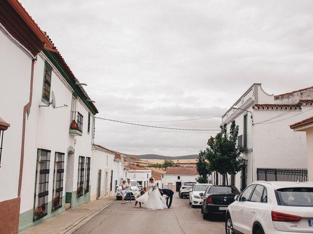 La boda de Ismael y Almudena en Jerez De Los Caballeros, Badajoz 53