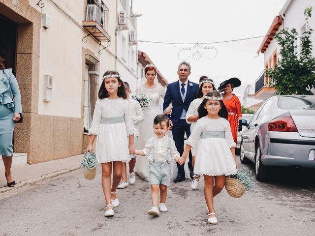 La boda de Ismael y Almudena en Jerez De Los Caballeros, Badajoz 54