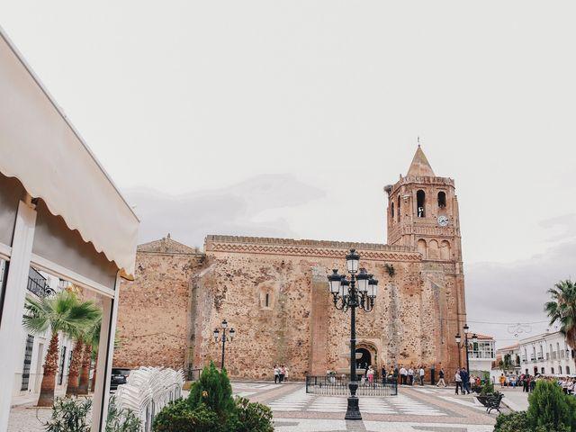 La boda de Ismael y Almudena en Jerez De Los Caballeros, Badajoz 55