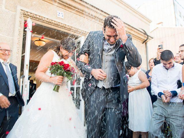 La boda de Javier y Paula en Bueu (Resto Parroquia), Pontevedra 2