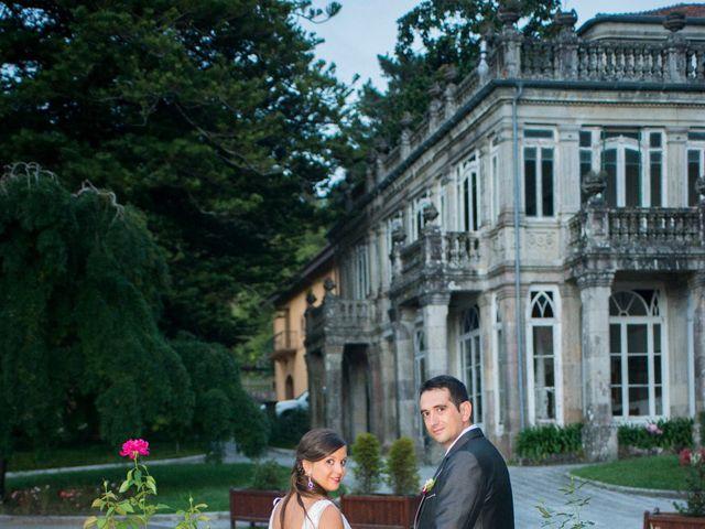 La boda de Javier y Paula en Bueu (Resto Parroquia), Pontevedra 17