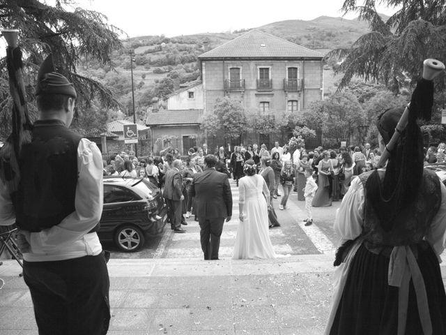 La boda de Pablo y Noelia en Pola De Lena, Asturias 8