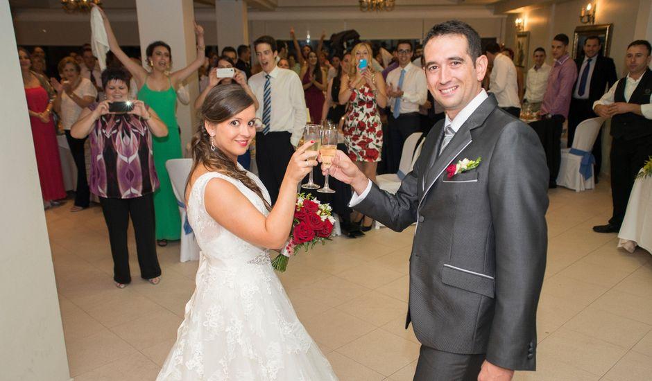 La boda de Javier y Paula en Bueu (Resto Parroquia), Pontevedra