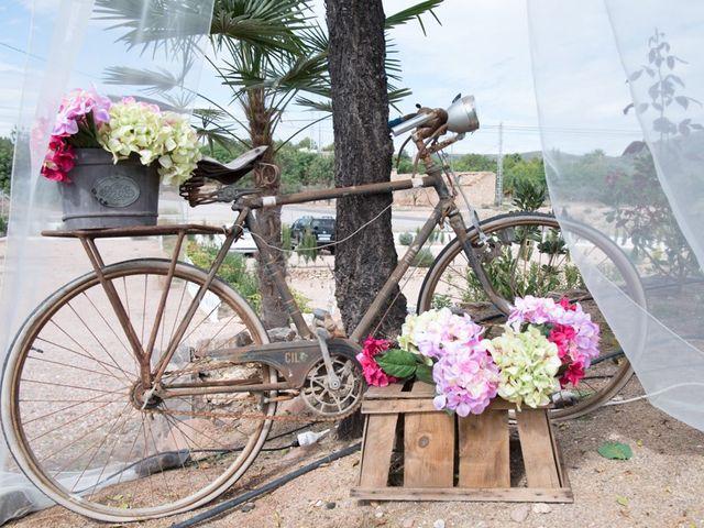La boda de Iñaki y Vicky en Algar De Palancia, Valencia 20