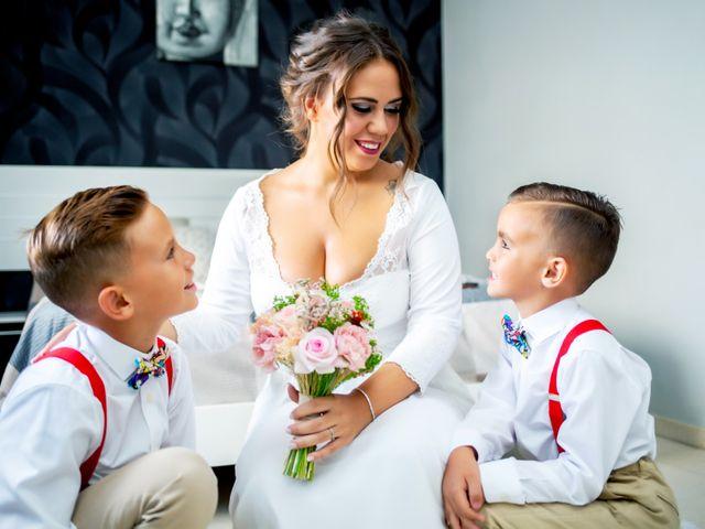 La boda de Fernando y Virginia en Almendralejo, Badajoz 25