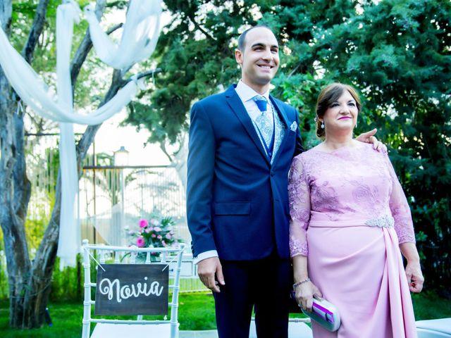 La boda de Fernando y Virginia en Almendralejo, Badajoz 28