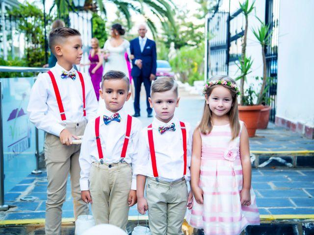 La boda de Fernando y Virginia en Almendralejo, Badajoz 31