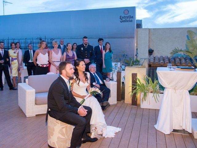 La boda de Santi y Lucía en Valencia, Valencia 12