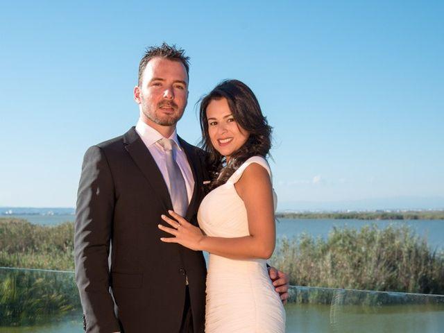 La boda de Santi y Lucía en Valencia, Valencia 21