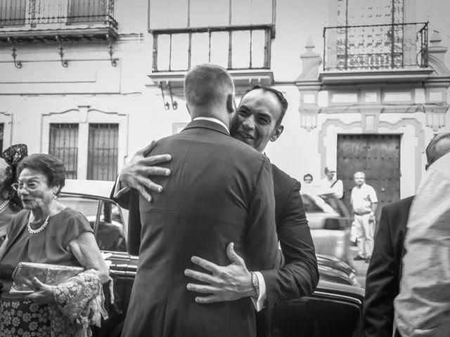 La boda de Miguel Ángel y Mercedes en Sevilla, Sevilla 33