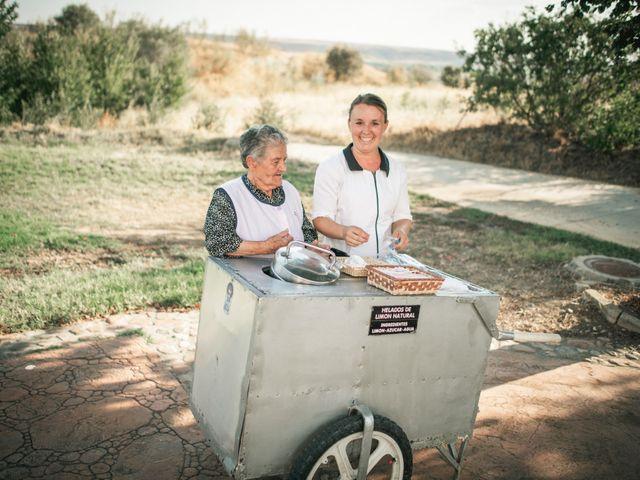 La boda de Miguel y Aroa en Coria, Cáceres 15
