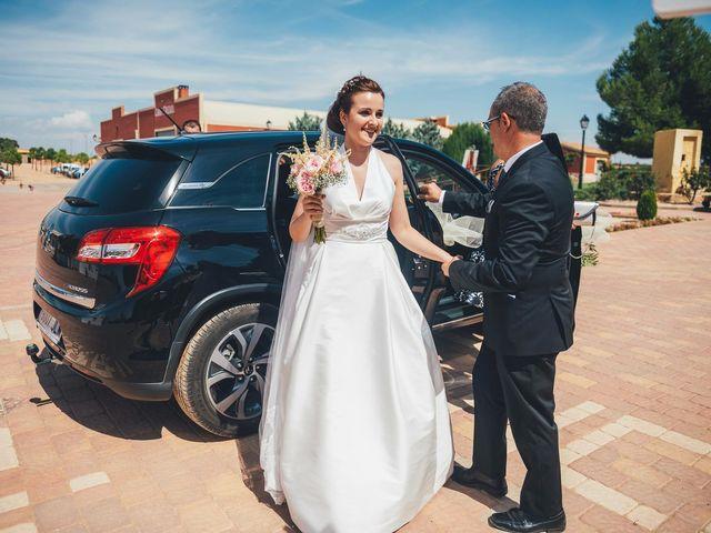 La boda de Mohit y Virginia en Villagarcia Del Llano, Cuenca 18