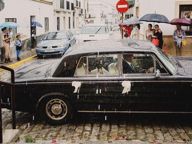 La boda de Alejandro y Alba en La Puebla Del Rio, Sevilla 25