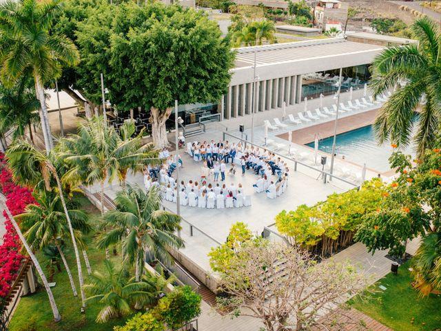 La boda de Victor y Verónica en Santa Cruz De Tenerife, Santa Cruz de Tenerife 41