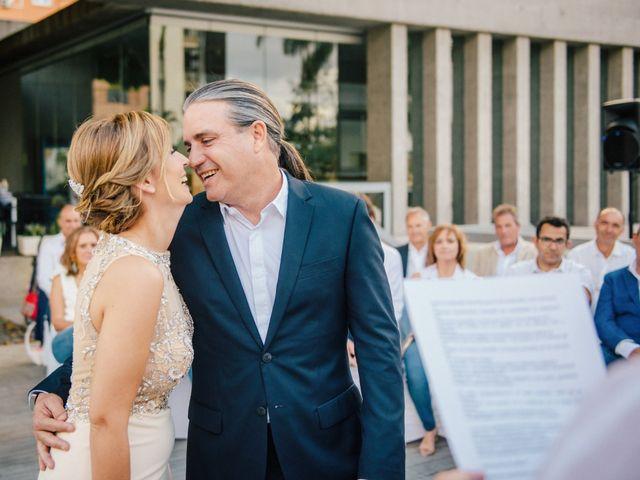 La boda de Victor y Verónica en Santa Cruz De Tenerife, Santa Cruz de Tenerife 44