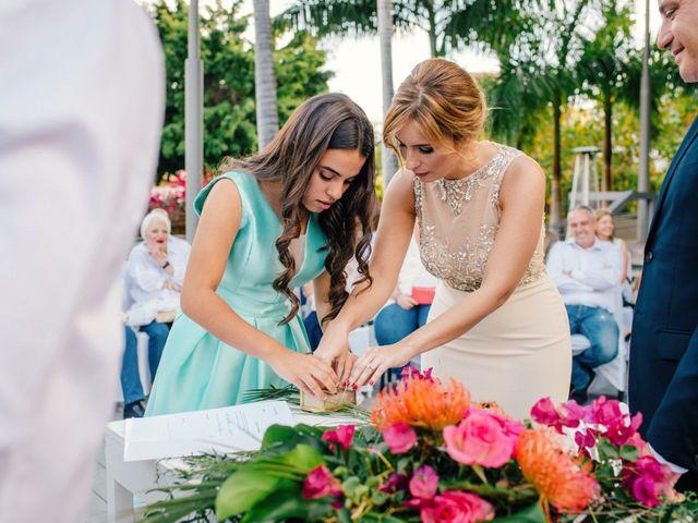 La boda de Victor y Verónica en Santa Cruz De Tenerife, Santa Cruz de Tenerife 46