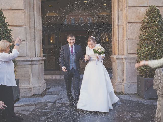 La boda de Álvaro y Beatriz en Gijón, Asturias 13