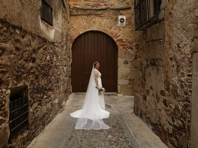 La boda de Miguel Ángel y Cristina en Cáceres, Cáceres 22