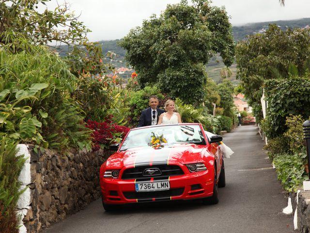 La boda de Daniel y Carol en La Orotava, Santa Cruz de Tenerife 32