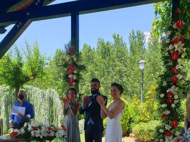 La boda de Dani y Lidia en Mansilla De Las Mulas, León 10