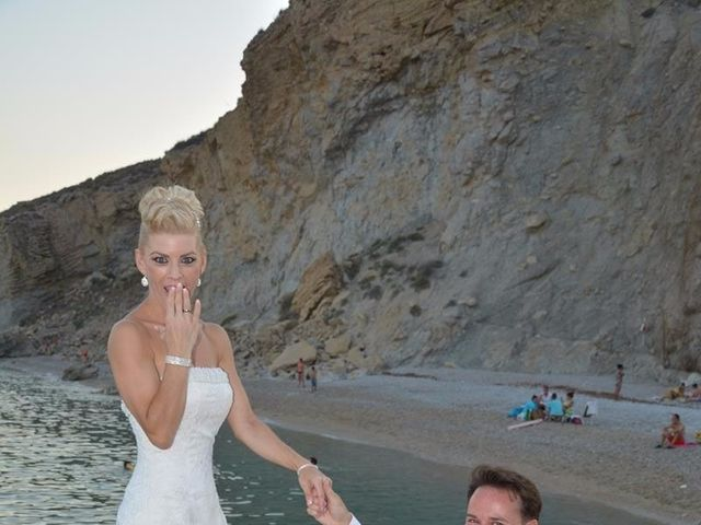 La boda de Guillermo y Mercedes en La/villajoyosa Vila Joiosa, Alicante 1