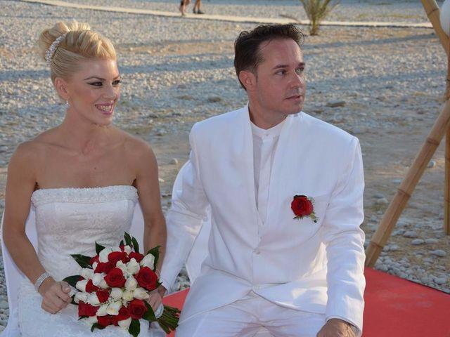 La boda de Guillermo y Mercedes en La/villajoyosa Vila Joiosa, Alicante 6