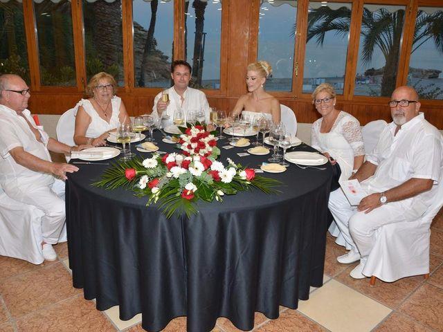 La boda de Guillermo y Mercedes en La/villajoyosa Vila Joiosa, Alicante 17