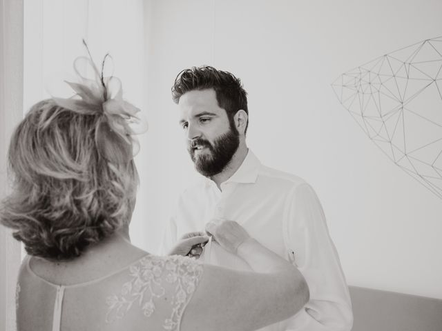 La boda de Ismael y Iris en Valencia, Valencia 11