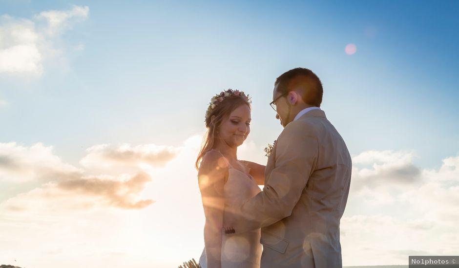 La boda de Jairo y Gabriela en Tabarca, Alicante