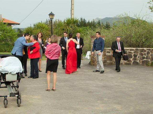 La boda de Rober y Miren en Muxika, Vizcaya 13