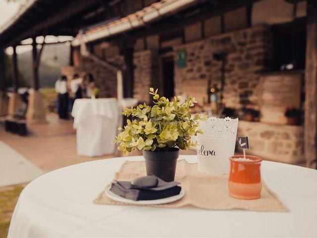 La boda de Rober y Miren en Muxika, Vizcaya 14