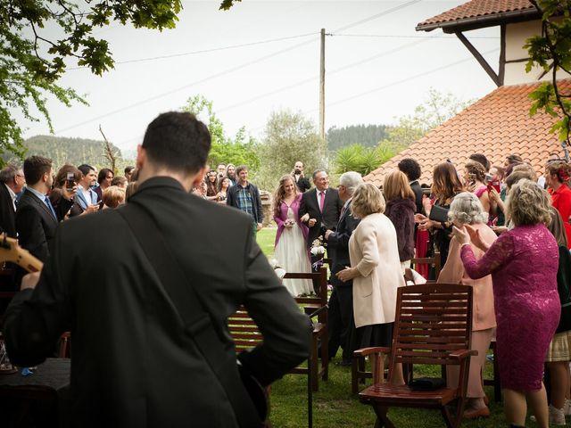 La boda de Rober y Miren en Muxika, Vizcaya 25