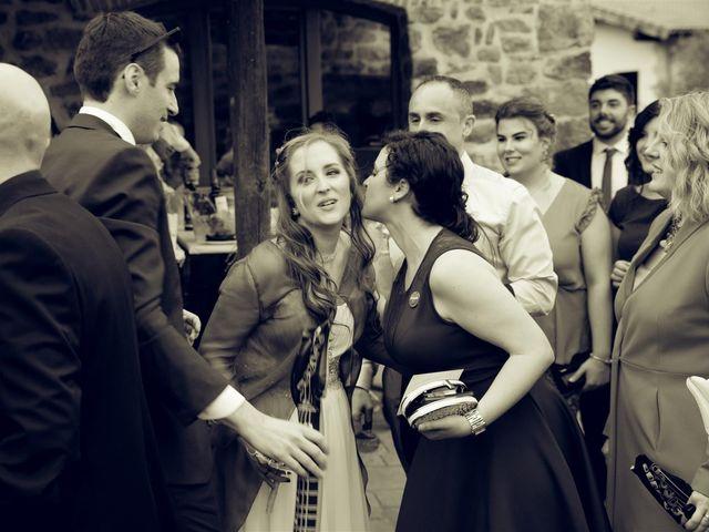 La boda de Rober y Miren en Muxika, Vizcaya 61