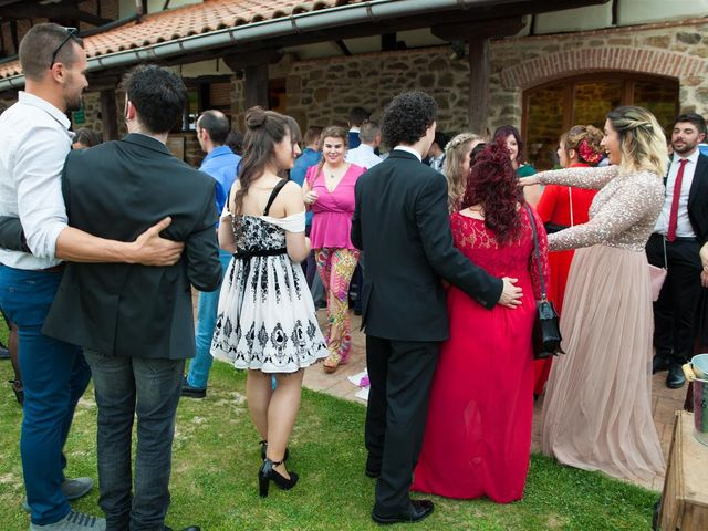 La boda de Rober y Miren en Muxika, Vizcaya 67