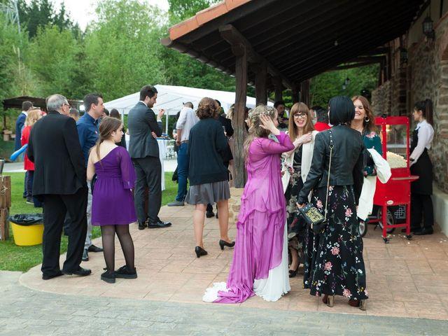 La boda de Rober y Miren en Muxika, Vizcaya 75